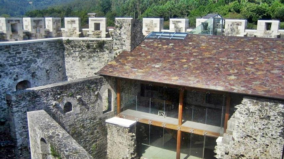 Axuda para o persoal do centro de interpretación do castelo