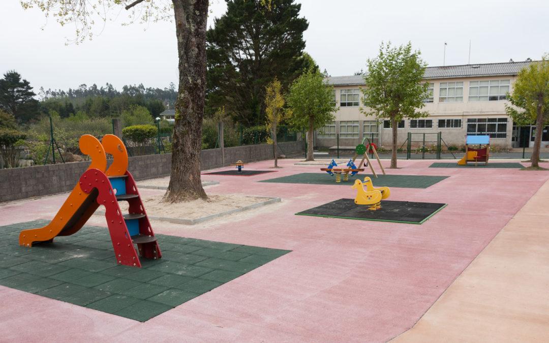 Saen a concurso as melloras nos parques infantís de San Ramón e de Trieiro