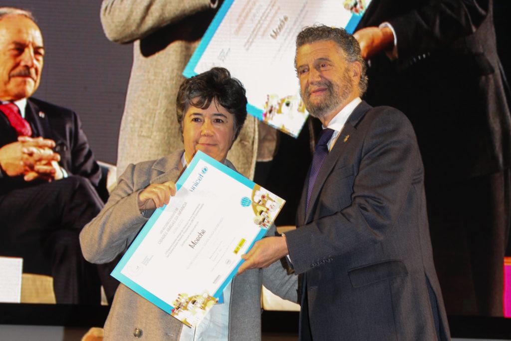 """Moeche recibe en Oviedo o distintivo de """"Cidade Amiga da Infancia"""""""