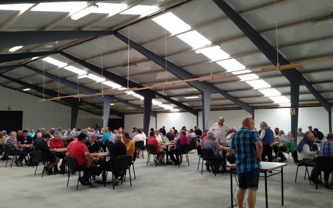 Alta participación e solidariedade no III Open de Dominó Concello de Moeche