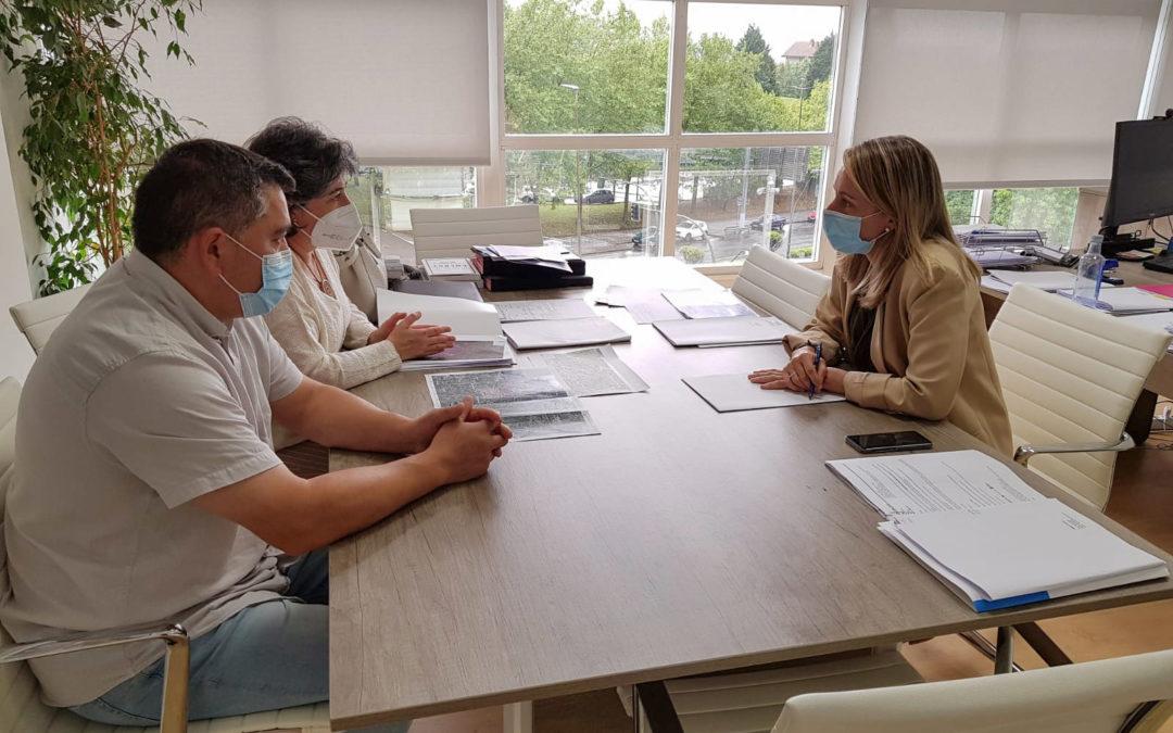 A alcaldesa reúnese coa directora xeral de Planificación Enerxética da Xunta para solicitar información sobre os proxectos eólicos que lle afectan ao municipio